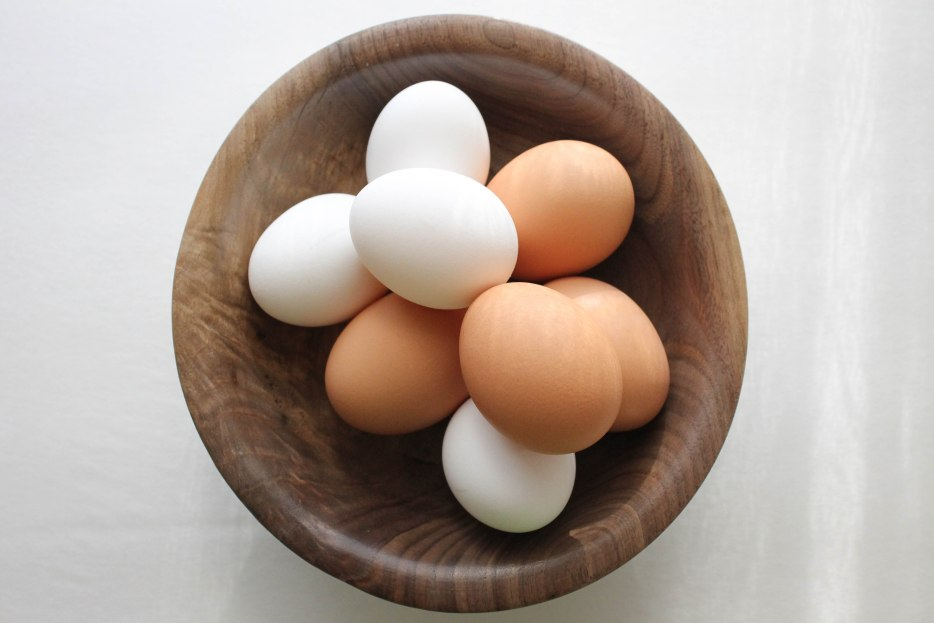 How to naturally dye eggs for Easter l Our Sweet Somewhere
