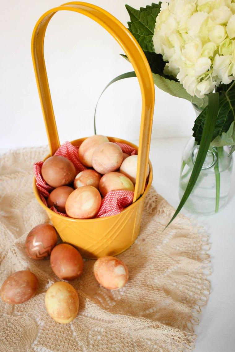 How to naturally dye eggs for Easter using onion skins l Our Sweet Somewher