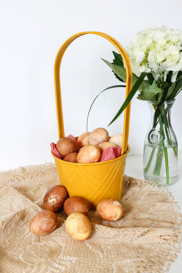 How to naturally dye eggs for Easter l Our Sweet Somewhere-